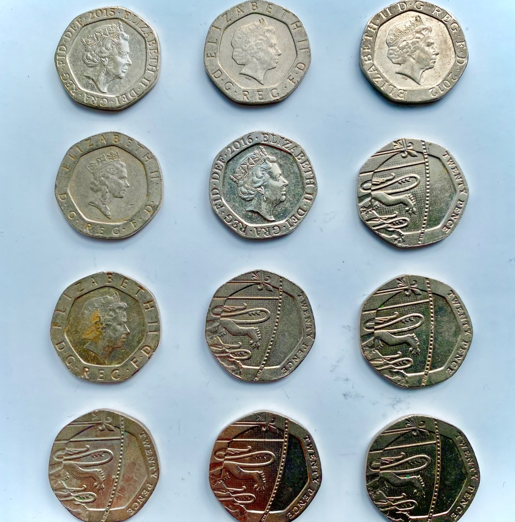 This image has an empty alt attribute; its file name is 12-coins-20p-1.jpg